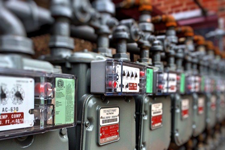 """Zakładamy w domu instalację elektryczną. Opis wszystkich formalności """"krok po kroku"""""""